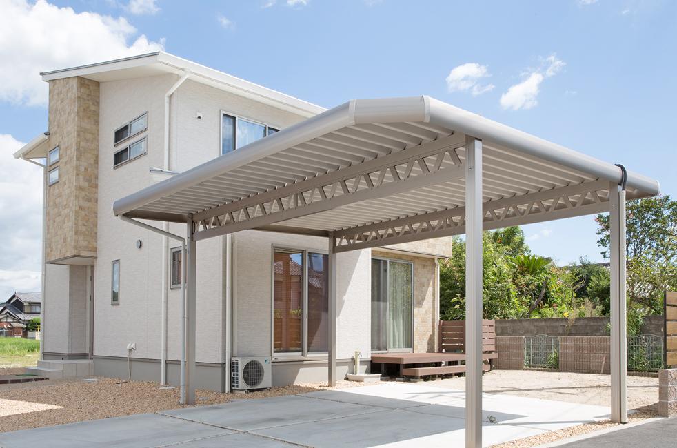 自由設計ガレージリベルテ折半屋根ガレージ画像